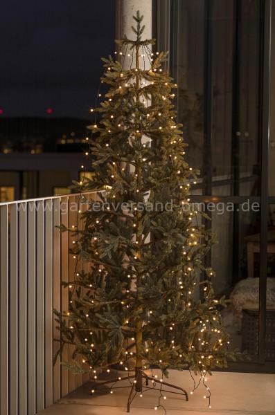 Anwendungsbeispiel LED Baummantel-Lichterkette für Außen mit Globes