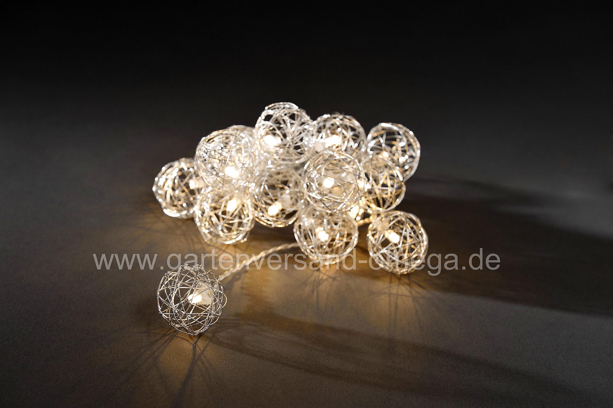 led lichterkette mit aluminium drahtkugeln weihnachtsdeko drahtkugeln weihnachtslichterkette. Black Bedroom Furniture Sets. Home Design Ideas