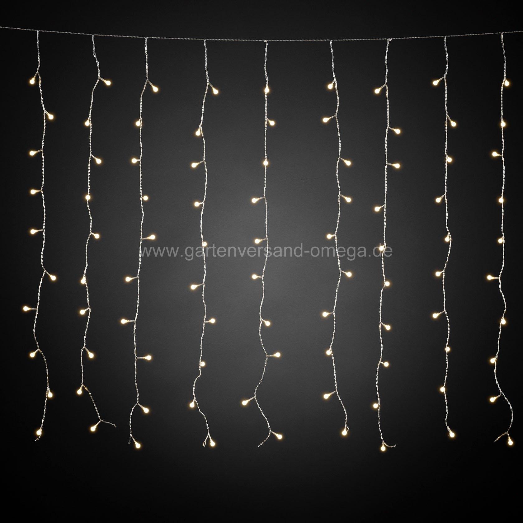 Led Fenster Weihnachtsbeleuchtung.Led Lichtervorhang Mit Weißen Globes Lichterkette Für Dachrinnen